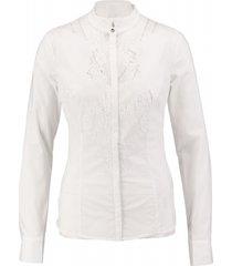 guess witte slim blouse met kant valt kleiner