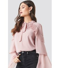 na-kd party tie neck layered sleeve blouse - pink