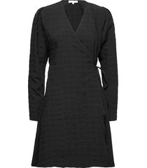 srjeanie ls wrap dress knälång klänning svart soft rebels