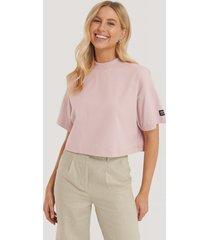 dr denim croppad t-shirt - pink