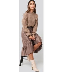 na-kd trend belted satin skirt - copper