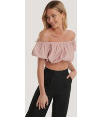 na-kd trend off-shoulder topp med puff - pink
