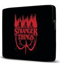 capa para notebook stranger things 15 polegadas com bolso - kanui