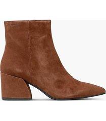 boots olivia