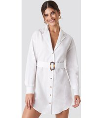 hannalicious x na-kd belted oversized linen look shirt dress - white