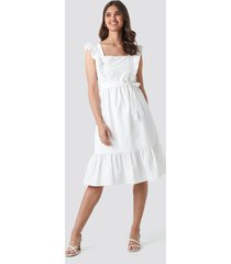 trendyol frilly sleeveless midi dress - white