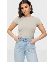 nly trend perfect cropped tee t-shirts greige