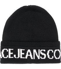 versace jeans couture logo print beanie - black