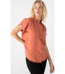 thread supply frayed short sleeve woven shirt