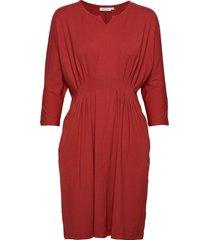nessie dress knälång klänning röd masai