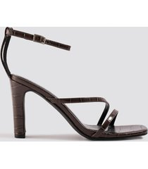 na-kd shoes croco strappy flat heel sandals - brown