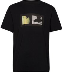 kenneth-graphic cotton t-shirts short-sleeved svart j. lindeberg