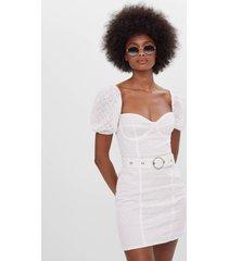 jurk met borduursel en riem