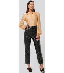 na-kd trend quilted pu pants - black