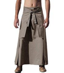 falda larga de color sólido de estilo marcial para hombres