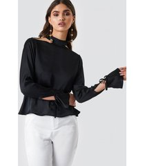 iva nikolina x na-kd satin open back blouse - black