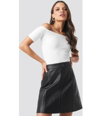 na-kd trend contrast seam a-line pu skirt - black