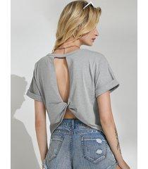 yoins camiseta gris de manga corta con cuello redondo y espalda descubierta con corte giratorio