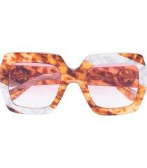 gucci eyewear pearl swirl oversize sunglasses - brown