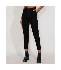 calça de sarja feminina cintura alta sawary mom com botões preta