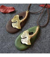 collana etnico con pendente di legno