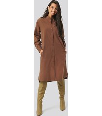 na-kd trend adjustable side strap shirt dress - brown