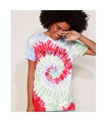 camiseta feminina estampada tie dye friends manga curta decote redondo multicor