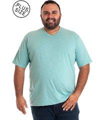 camiseta decote v ciano claro