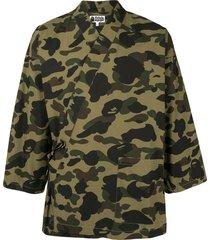 a bathing ape® camouflage print kimono shirt - green