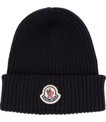 moncler man navy blue ribbed wool beanie with logo patch