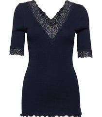 organic t-shirt v-neck regular ss w t-shirts & tops short-sleeved blå rosemunde