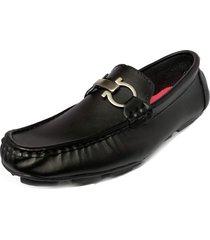 zapato hombre tipo mocasín negro outfit ecocuero