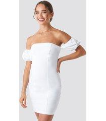 céline & talisa x na-kd off balloon shoulder mini dress - white