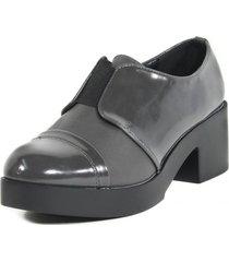 zapato elastico bajo gris mailea