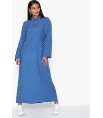 filippa k vanessa silk dress långärmade klänningar