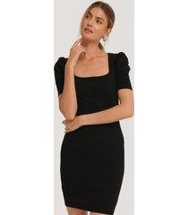 na-kd ribbed puff sleeve dress - black