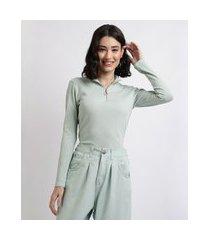 blusa feminina canelada com zíper de argola manga longa gola alta verde claro