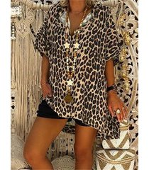 camicetta alta bassa v collo manica corta stampa leopardata