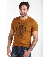 camiseta convicto estampa cobra ocre - marrom - masculino - algodã£o - dafiti