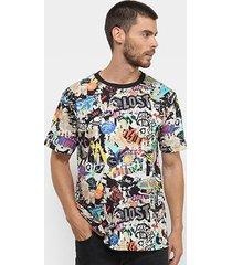 camiseta lost stickers mania masculina