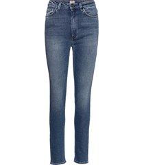 new standard denim slimmade jeans blå totême