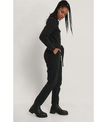 na-kd trend jumpsuit i denim med dragkedjedetalj - black