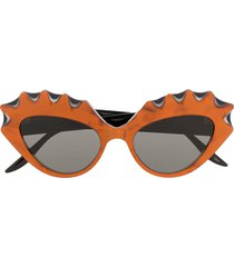 gucci eyewear statement frame sunglasses - black