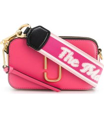 marc jacobs bolsa transversal com placa de logo - rosa