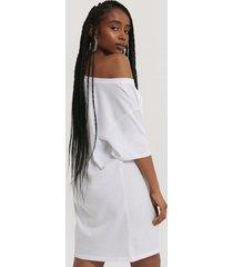 na-kd klänning med en axel - white