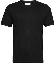 core tee t-shirts short-sleeved svart ljung by marcus larsson