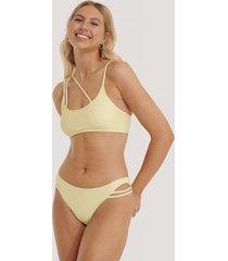 na-kd swimwear bikinitrosa med asymmetriska band - yellow