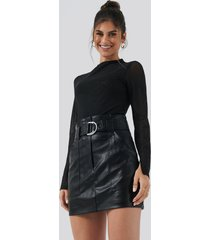 hannalicious x na-kd pu mini skirt - black