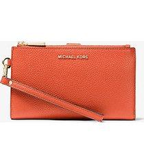 mk portafoglio per smartphone adele in pelle martellata - spezia arancio (arancio) - michael kors