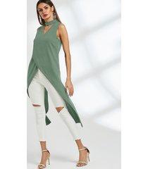 camiseta sin mangas con dobladillo cruzado y escote en v con cuello gargantilla verde